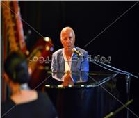 صور| حفل راقي للموسيقار عمر خيرت في بورتو مارينا