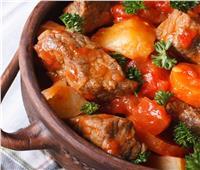 طبق اليوم ..«طاجن اللحم الضاني أو البيتلو بالصلصة» لعيد الأضحى
