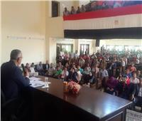 محافظ المنيا يحاور شباب ديرمواس ضمن «إنجازات وطموحات»