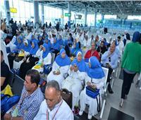 رئيس بعثة الحج يعقد مؤتمرا صحفيا بمطار القاهرة