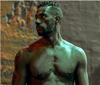 محمد رمضان عارياً في فيلم «الديزل»