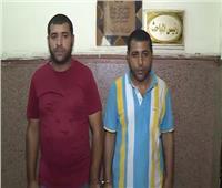 شاهد.. لحظة القبض على مدعي رش المبيدات الحشرية وسرقة المنازل