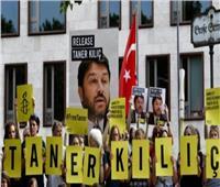 الرئيس الفخري لمنظمة العفو الدولية في تركيا يغادر السجن