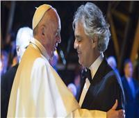 أندريا بوتشيلي يغني في مهرجان العائلة بحضور بابا الفاتيكان