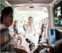 صور| مشهد أبكى الجميع.. مُسن يتحدى السرطان ويحضر زفاف ابنته