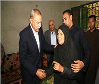 محافظ قنا يعزي أسرة شهيد القوات المسلحة