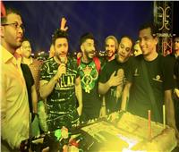 تامر حسني يحتفل بعيد ميلاده قبل حفل الساحل | صور