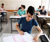 طلاب الثانوية العامة يؤدون امتحاني علم النفس والكيمياء بالدور الثاني