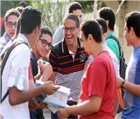 طلاب الثانوية العامة دور ثاني يبدأون امتحاني الديناميكا و الاقتصاد