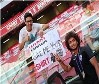 مشجع يطلب قميص عمرو وردة في ملعب «بنفيكا» البرتغالي