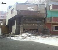 إزالة منزل آيل للسقوط بحي غرب شبين الكوم