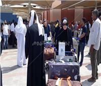 صور| «المزمار والتنورة» في استقبال أولى رحلات الحجاج بمطار القاهرة