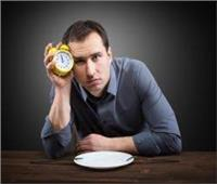 هل يجوز تأخير الصلاة لتناول الطعام؟.. «البحوث الإسلامية» تجيب