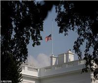 وفاة جون ماكين تشعل الغضب تجاه البيت الأبيض