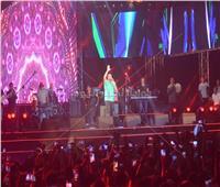 عمرو دياب يختتم حفله بـ«ده لو اتساب».. ويعد جمهوره بمفاجآت