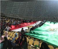 صور| طلاب جامعة القاهرة في أول مباراة للأهلي بحضور الجماهير