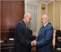 مشاورات بين رئيس جامعة القاهرة ومحافظ الجيزة حول تطوير محور المنصورية