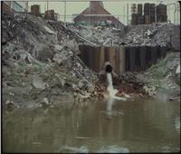 ما حكم إلقاء مياه الصرف الصحي في الأنهار أو الطرق؟
