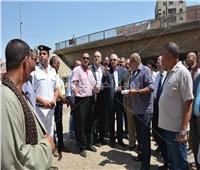 محافظ الجيزة يصطحب التنفيذيين في «ميكروباص» لمواجهتهم بأماكن التقصير