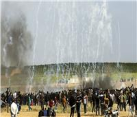 قوات الاحتلال تقتل فلسطينيًا وتصيب أكثر من 200 في احتجاج على حدود غزة