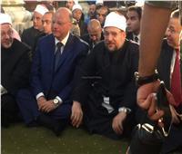 وزير والأوقاف ومفتي الجمهورية يؤديان صلاة المغرب بالحسين