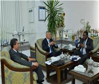رئيس القابضة لمصر للطيران يستقبل سكرتير عام اتحاد «الأفرا»