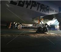 بالصور| انفجار إطارات طائرة مصر للطيران وهبوطها بسلام في بلجراد