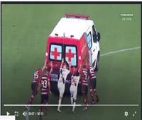 كوميديا الموقف.. لاعبون بالدوري البرازيلي ينقذون سيارة إسعاف «فيديو»