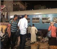 لقطة اليوم| السوهاجية لا يخشون القطارات والمسئولون يتجاهلون كارثة متوقعة