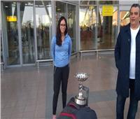 صور| وزير الشباب والرياضة يستقبل بطلات العالم للاسكواش بالمطار