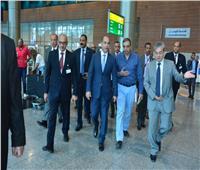 صور| جولة موسعة للفريق يونس المصري بمطار القاهرة الدولي