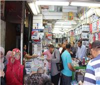فيديو وصور| حيتان «الكتب الخارجية» يتحدون قرار وزير التعليم