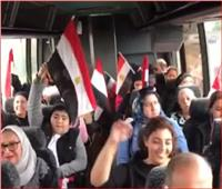 فيديو| الجالية المصرية تترقب وصول السيسي بمطار نيويورك