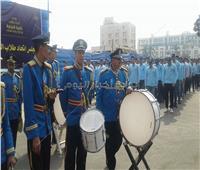 صور| جامعة عين شمس تبدأ أول يوم دراسي في العام الجديد بتحية العلم