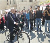 صور| رئيس جامعة القاهرة يقود ماراثون الدراجات بأول أيام العام الدراسي