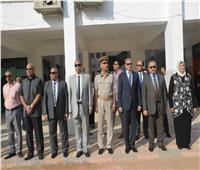 محافظ المنيا ومدير الأمن يتابعان انتظام العملية التعليمية بعدد من المدارس