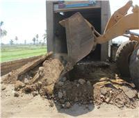 إزالة 11 حالة تعد على الأرض الزراعية والطرق بالمنيا