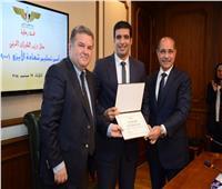 صور| «الطيران» أول وزارة تحصل على شهادة «الأيزو» في الجودة