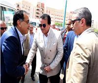 رئيس الوزراء يحاور تلاميذ مدرسة الشروق بسوهاج