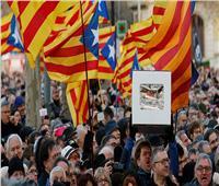 توتر في كتالونيا مع خروج احتجاجات مؤيدة وأخرى مناهضة للاستقلال