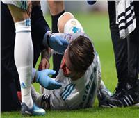 شاهد  «راموس» يتعرض لنزيف قوي خلال مباراة ديربي مدريد