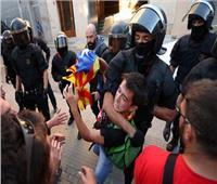 الشرطة تشتبك مع انفصاليين كتالونيين قبيل ذكرى استفتاء الاستقلال