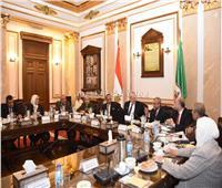 جامعة القاهرة تعقد اجتماعا لمناقشة العملية التعليمية بالكليات