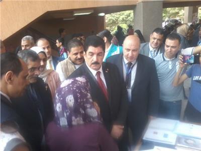 محافظ القليوبية ورئيس جامعة بنها يفتتحان معرض الأنشطة البحثية