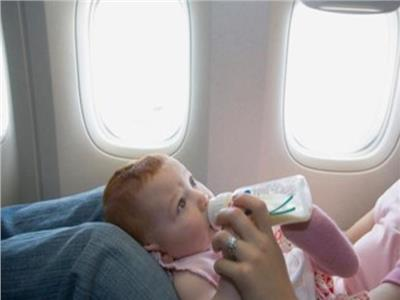 أشياء يمكن اصطحابها بالطائرة إذا كان لديك رضيعٌ