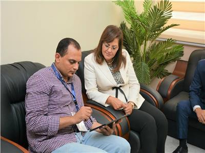 وزيرة التخطيط تدلي ببياناتها لموظفي «المركزي للتنظيم والإدارة»