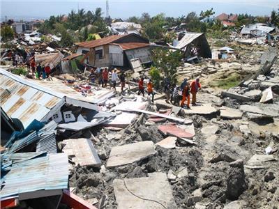 عدد القتلى جراء زلزال وأمواج إندونيسيا يرتفع إلى 1234