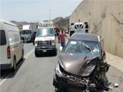 رفع حطام حادثي تصادم 4 سيارات بمحور جوزيف تيتو وكوبري الجيش