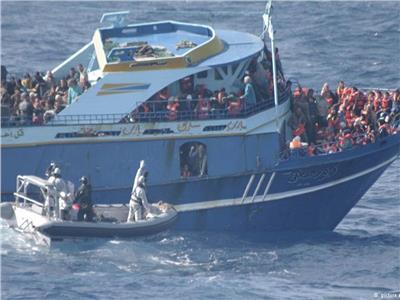 مقتل 34 مهاجر في تحطم سفينة غرب البحر المتوسط