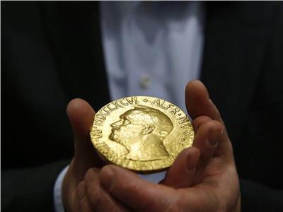 فوز أمريكيين وبريطاني بجائزة نوبل للكيمياء